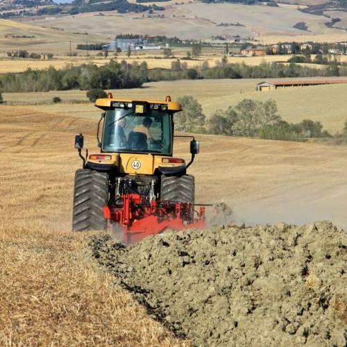 TRATTORE: Cingolato o Gommato nella lavorazione del terreno?